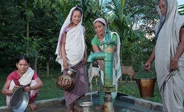 Women getting water from Jesus Well